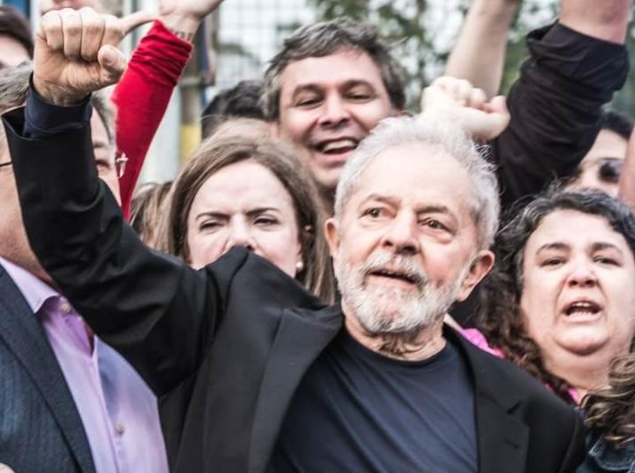 Lula livre: incendiário ou paz e amor?