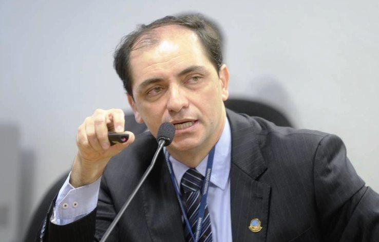 Governo prevê economia de R$ 10,5 bilhões, em 2020, com corte de salário e jornada de servidor