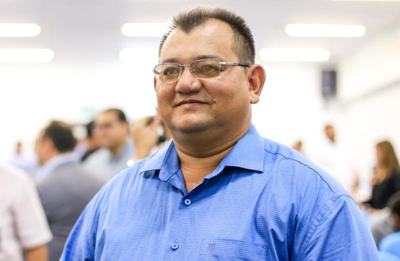 MP dá 30 dias para Léo Leite exonerar parentes da prefeitura de Pedro Laurentino