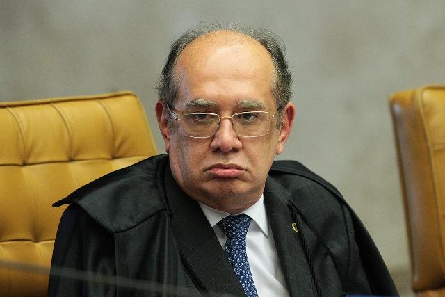Manifestantes pedem impeachment de Gilmar Mendes, ministro do STF