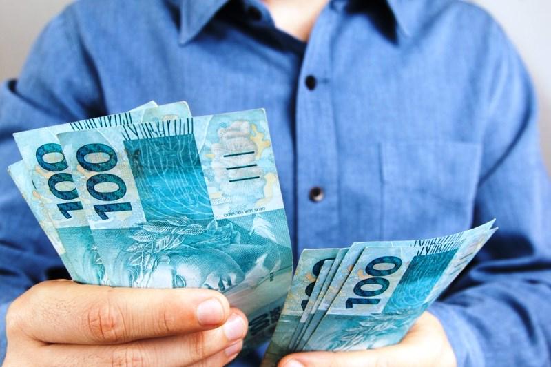 Municípios deixam de pagar fornecedores para cumprir com pagamento de 13º de servidores