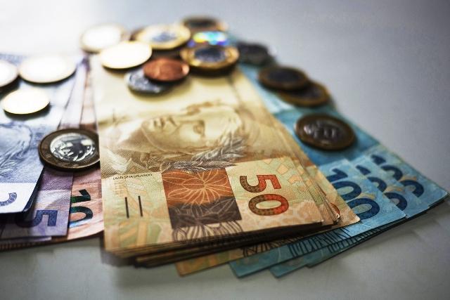 Salário mínimo passa a ser R$ 1.039 a partir de hoje, 1º de janeiro de 2020