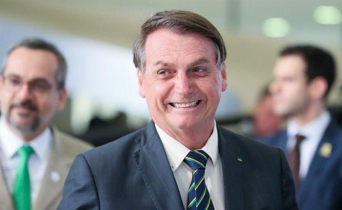 Bolsonaro critica taxação de energia solar e diz que Congresso deve derrubar a medida