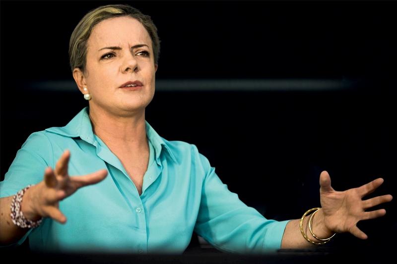 Gleisi Hoffmann diz que 'jamais faria convite' para que Flávio Dino dispute presidência pelo PT