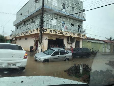 Obra de saneamento básico causa transtorno à população em São João do Piauí