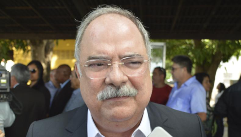 Secretário de Governo, Osmar Júnior, diz que greve dos professores é inapropriada