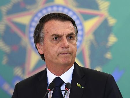 Bolsonaro volta a provocar Congresso nacional nas redes sociais