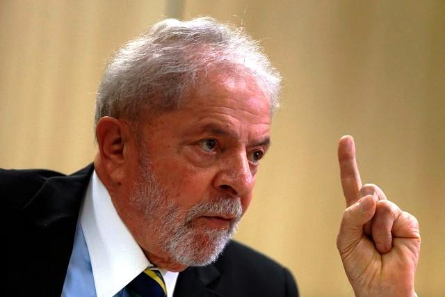 'Ou Bolsonaro renuncia, ou fazem impeachment dele', diz Lula