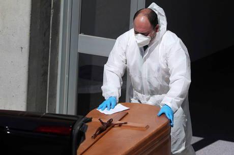 Espanha registra 838 novas mortes por coronavírus em 24 horas