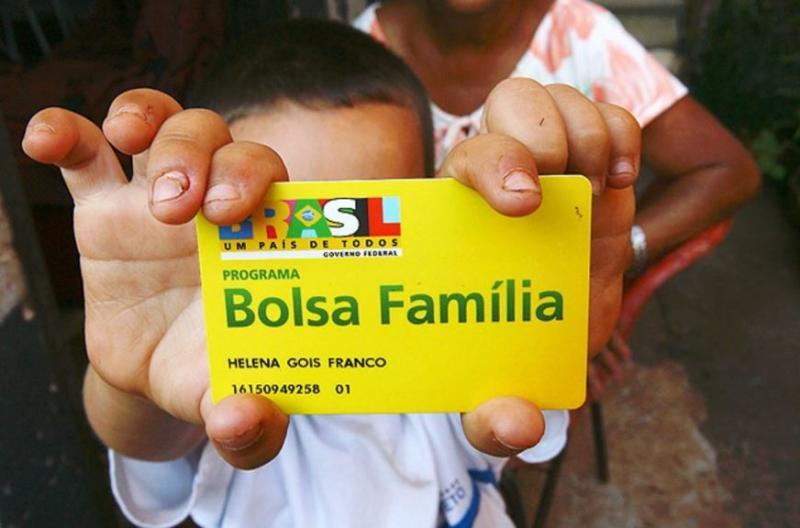 Auxílio Emergencial chega 1º a quem recebe Bolsa Família; cadastro de informal está em estudo