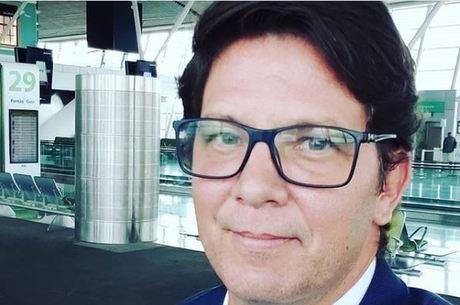 Bolsonaro convida Mario Frias para assumir cargo de Regina Duarte