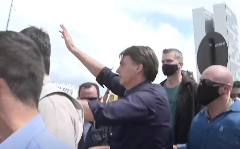 Bolsonaro participa de atos depois de divulgação do vídeo da reunião ministerial