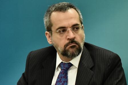 Moraes determina que PF interrogue Weintraub por ataques a ministros do STF
