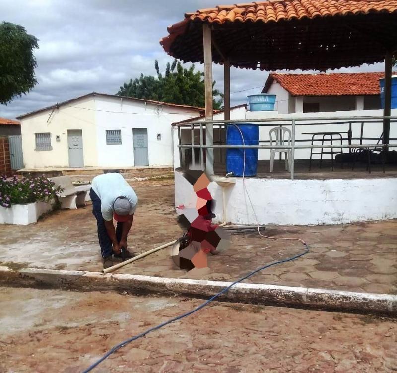 Moradores improvisam local de higienização em Capitão Gervásio Oliveira