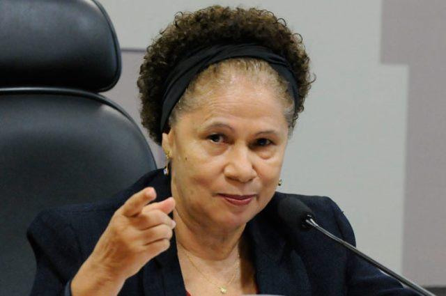 Regina Sousa faz ironia com Bolsonaro sobre contagem de mortes por covid-19