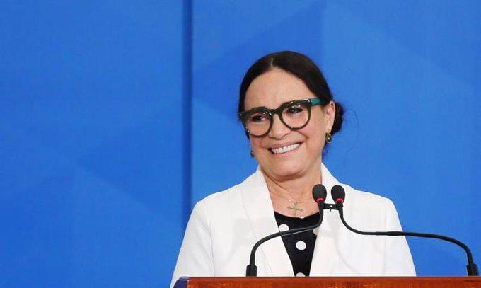 Regina Duarte deixa oficialmente a Secretaria da Cultura