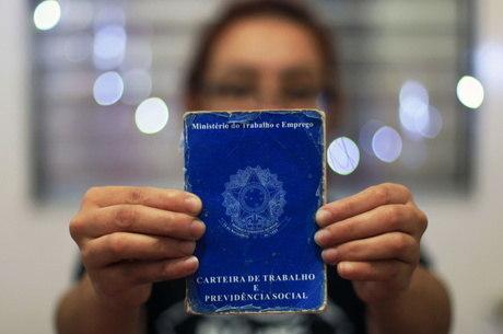 IBGE: Quase 10 milhões ficaram sem salário devido à pandemia em maio