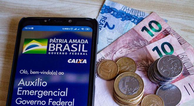 Paulo Guedes dá aval para mais três parcelas do auxílio emergencial