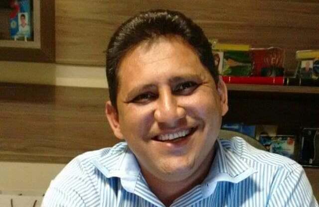Prefeito Gilson Castro mais dois secretários são investigados por despesas sem licitação