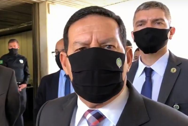Bolsonaro chega 'extremamente competitivo' em 2022, diz Mourão