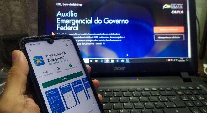 Governo estuda estender auxílio emergencial, mas com valor menor