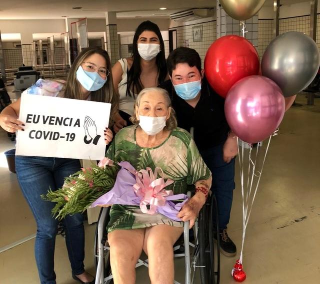 Aos 92 anos, primeira deputada da história do Piauí vence a Covid-19