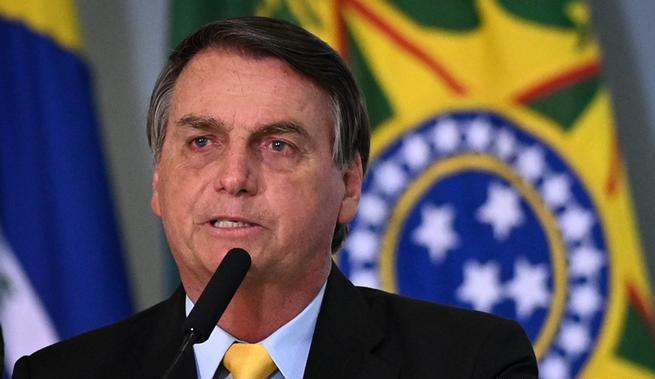 Jair Bolsonaro afirma que ninguém pode obrigar vacinação