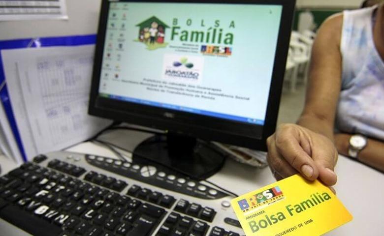 Governo prorroga suspensão de revisões do Bolsa Família