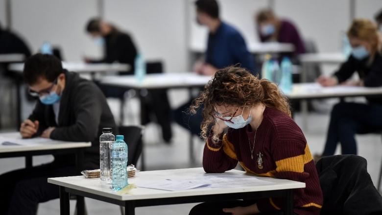 Enem  teve abstenção recorde de 55,3% no segundo dia de prova
