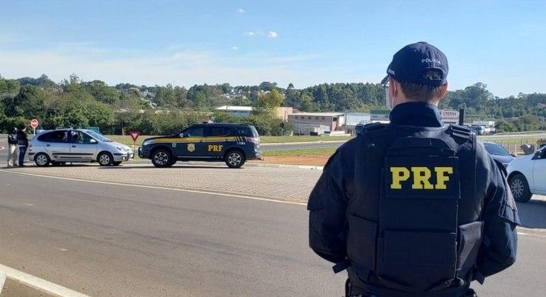 Multas por falta de cinto e capacete disparam nas rodovias federais