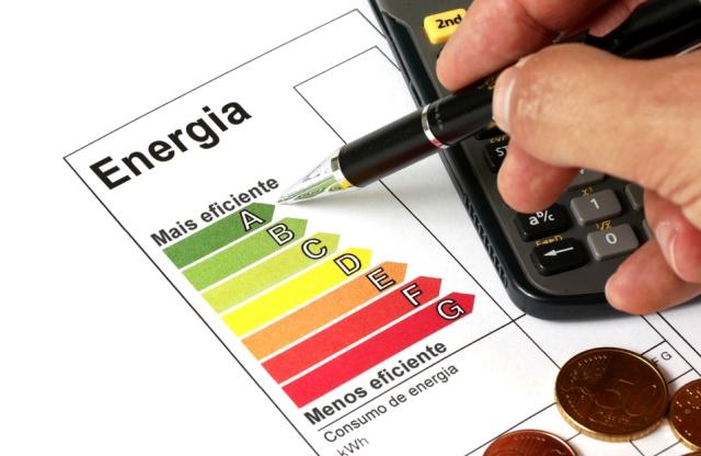 Conta de luz pode ter alta de 13%: saiba como economizar em casa