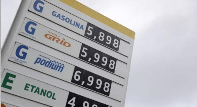 Preço da gasolina sobe pelo 9º mês e supera R$ 5; diesel bate R$ 4