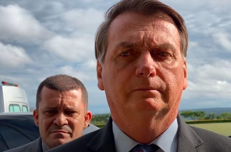 Bolsonaro reage contra ministro Barroso: 'Falta coragem moral'