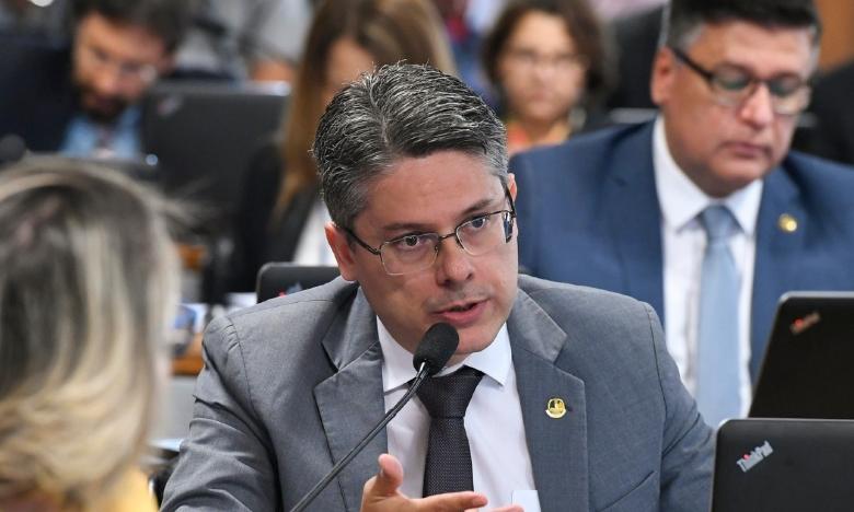 Senador pede para CPI da Covid investigar prefeitos e governadores