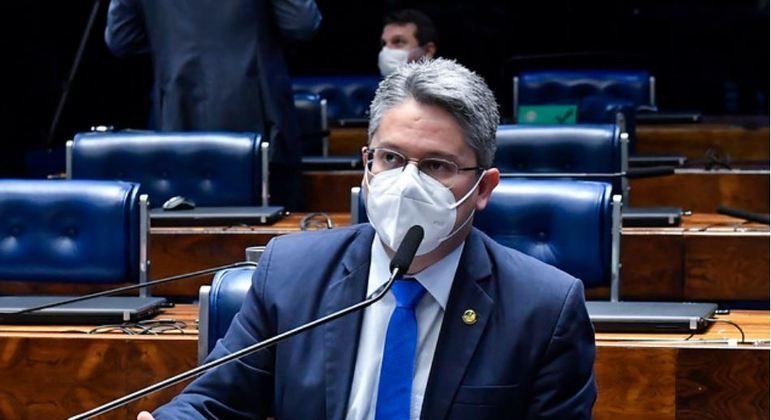 Senador cobra investigação de Toffoli:
