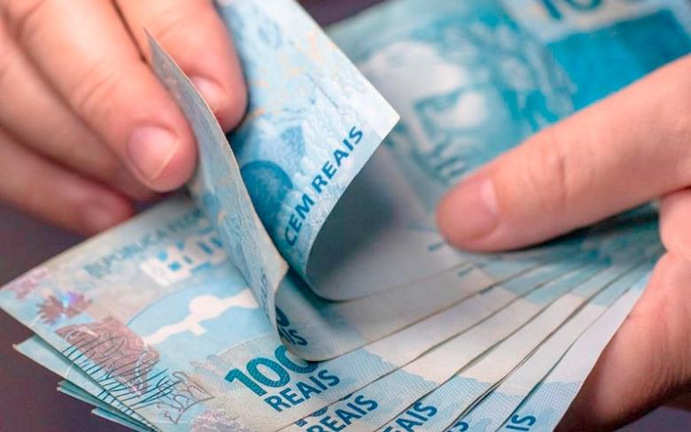 Câmara aprova reajuste de salário mínimo para R$ 1.100 em 2021