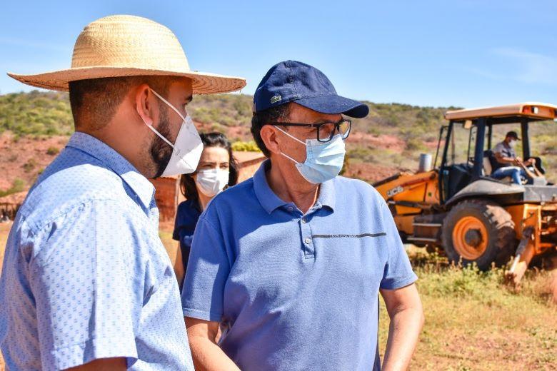 Prefeito Ednei Amorim visita obras de abastecimento d'água no Gato