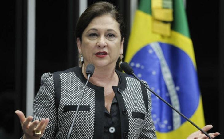 Kátia Abreu desafia autoridade de Bolsonaro e 'exige' demissão de Salles