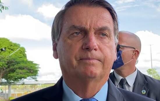 """Jair Bolsonaro chama Barroso de """"imbecil"""" ao pedir voto auditável"""