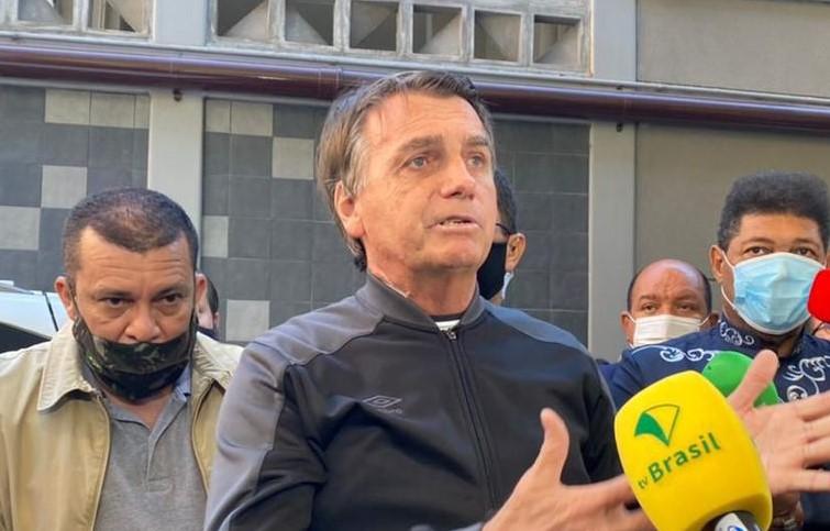 Bolsonaro culpa governadores por alta no preço do combustível