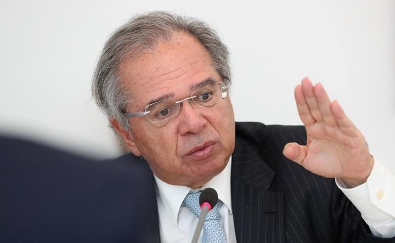 Orçamento vai acomodar aumento do Bolsa Família, diz Guedes