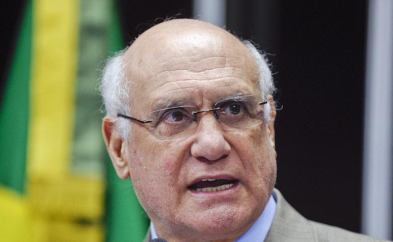 'Pacheco está atropelando a Lei do Impeachment', afirma Lasier Martins