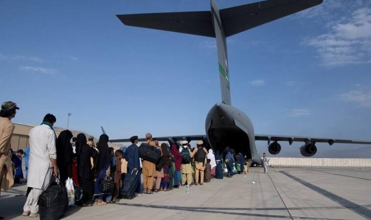 Após 20 anos de ocupação, EUA deixam Afeganistão com derrota humilhante e Talibã no poder