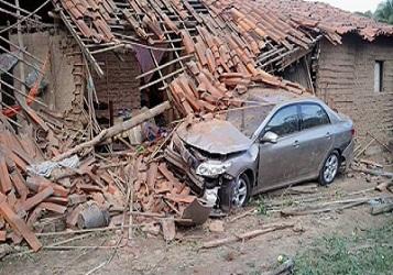 Motorista perde o controle de veículo e destrói casa em União